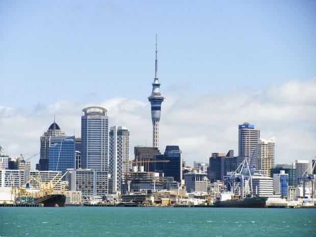 Skyline of Auckland - City Guide Auckland - Girlswanderlust.com #girlswanderlust #wanderlust #auckland #nz #newzealand
