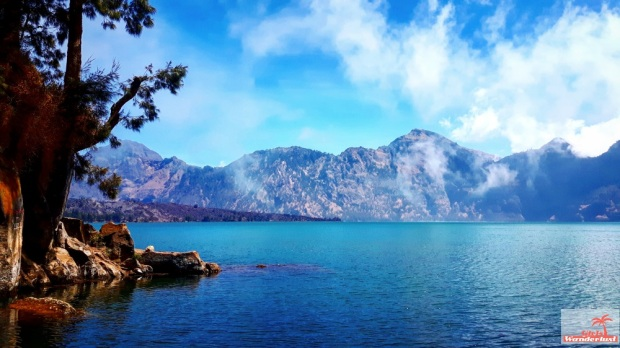Climbing to the summit of Mount Rinjani, Lombok in 3 days and 2 nights diary, photos and tips  By @girlswanderlust #Lombok #Rinjani #Mountrinjani #indonesia #asia #girlswanderlust #travel #wanderlust #Summit #lake.jpg