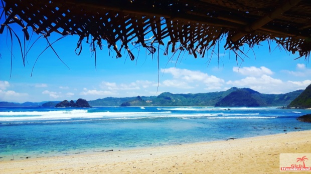 Travel guide Kuta Lombok – Things to do, eat, sleep, and party by @girlswanderlust - Mawi beach- #Kuta #Lombok #Asia #Kutalombok #wanderlust #girlswanderlust #travel #travelling #beach #pantai #Mawi.jpg